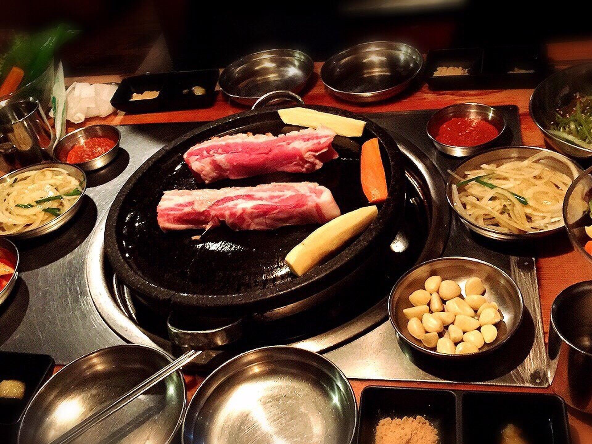 【韓国旅行必食グルメランキング】分厚すぎるサムギョプサルや蜂の巣ソフトなど絶品すぎるんだっ!