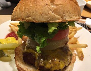 【有楽町でハンバーガー!】有楽町の意外な穴場!モノクルカフェで食べる超巨大ハンバーガー!