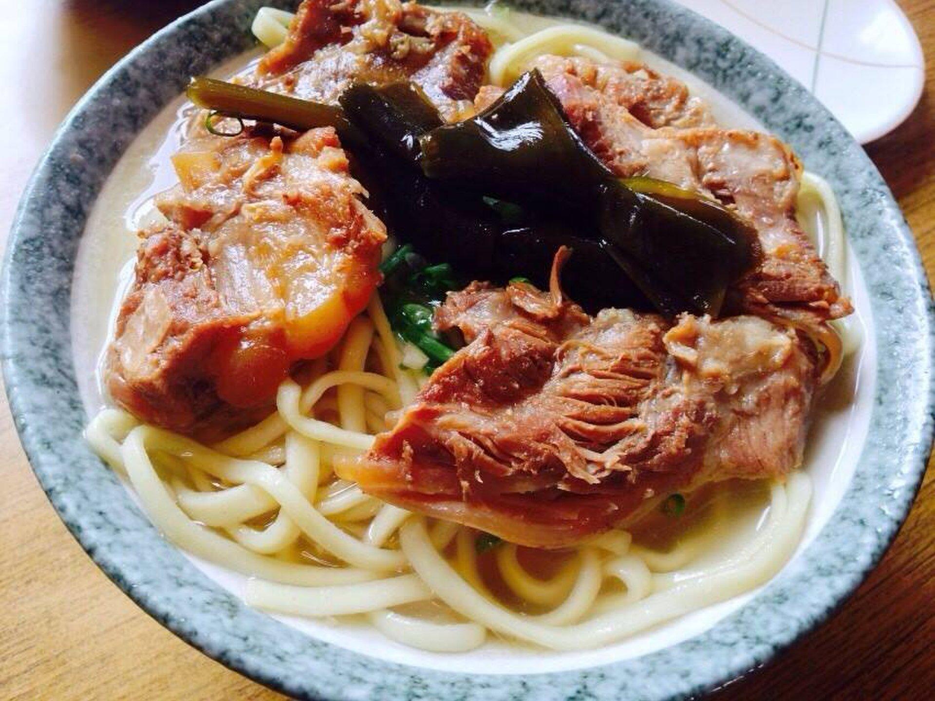 絶対食べたい沖縄県民おすすめそばランチ14選!スープ&麺大分析!