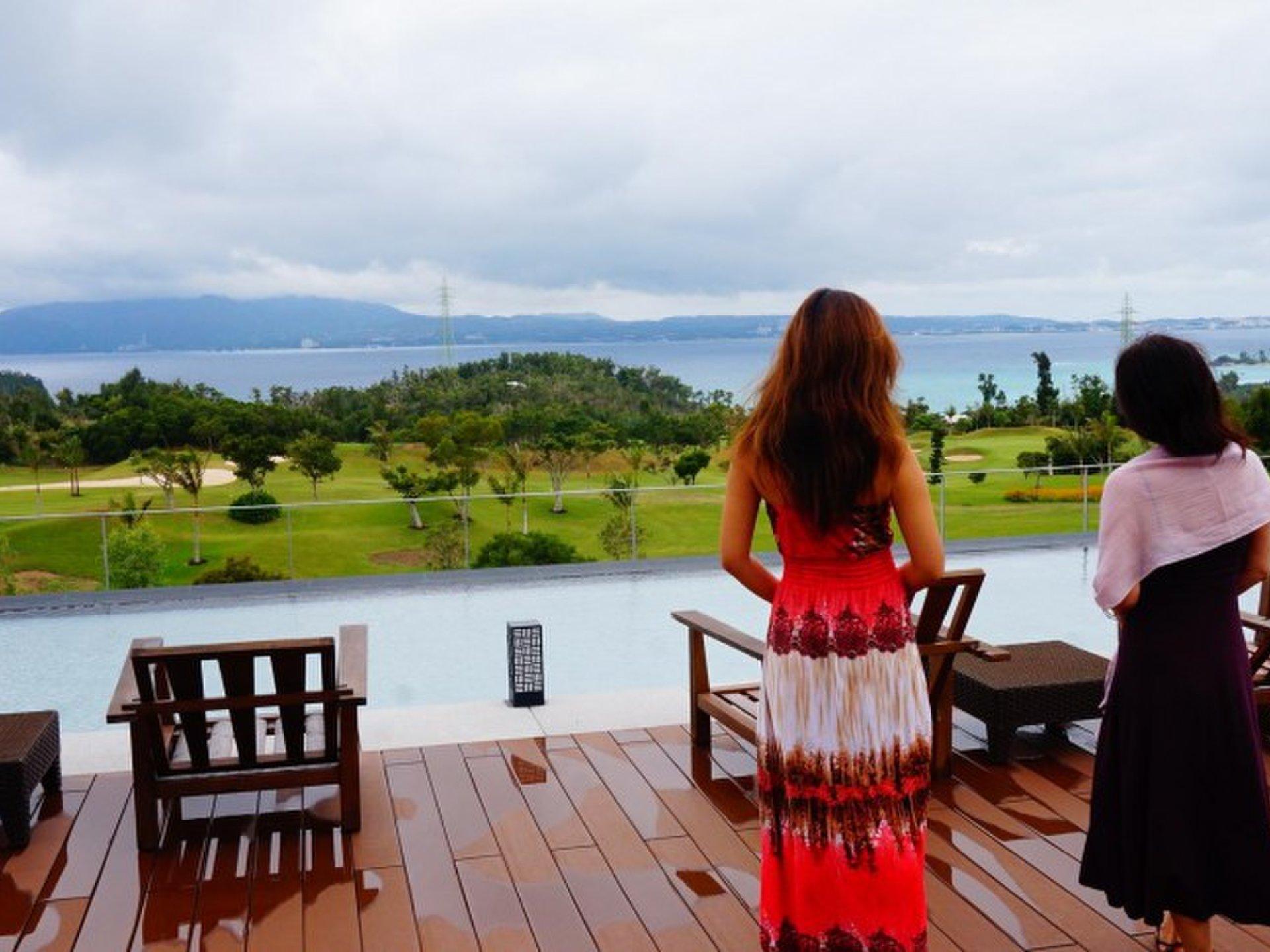 沖縄でラグジュアリーな母娘旅!  お洒落なザ・リッツ・カールトン沖縄で癒しのホテルライフ。