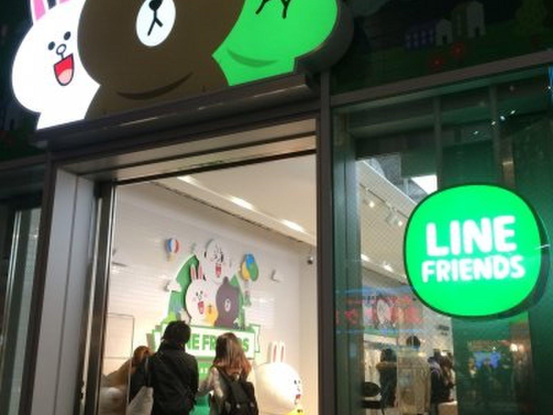 【原宿のLINE FRENDS STORE】店内には超ビッグサイズのブラウンくんも!?
