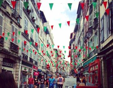 フレンチバスク行くならバイヨンヌでしょ!チョコ通りが有名!歴史を感じられる可愛らしい街