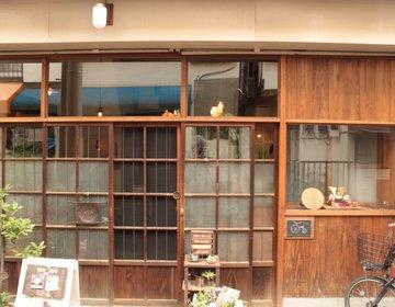こけしと古道具が迎える古民家カフェ 喫茶 居桂詩。ゆったりした時間が詰まっています。