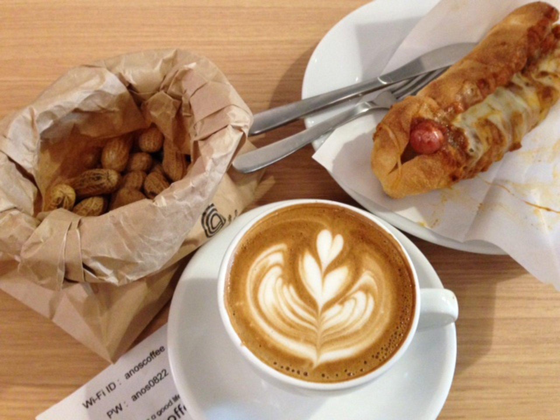 【平塚】淡い快感♪無料で付くピーナッツの殻を床に捨ててOKなオシャレカフェ「anos coffee」