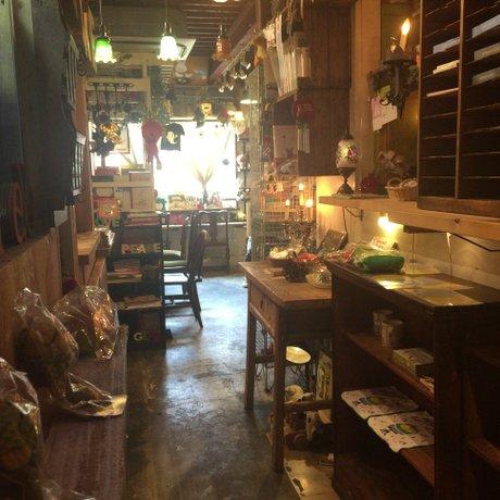 絵本と珈琲 ペンネンネネム green 大阪店