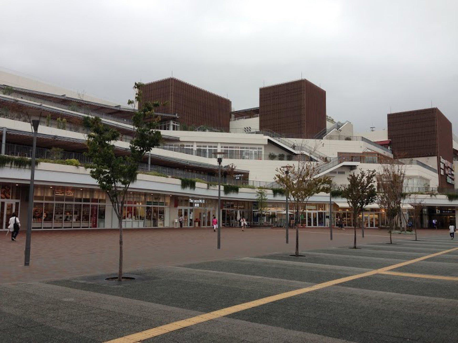 雨の日の屋内デートには湘南テラスモールがおすすめ!駅から直結で買い物デートや映画観賞!