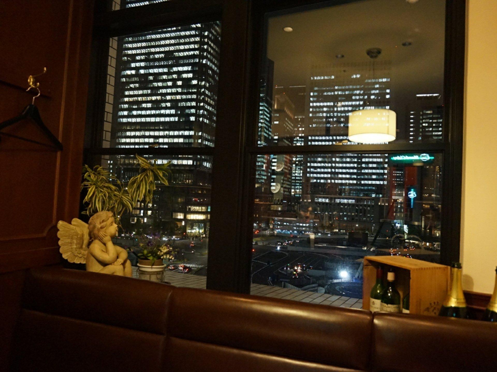 夜景も楽しめちゃう! KITTEの洋食屋さんでディナーデート♪