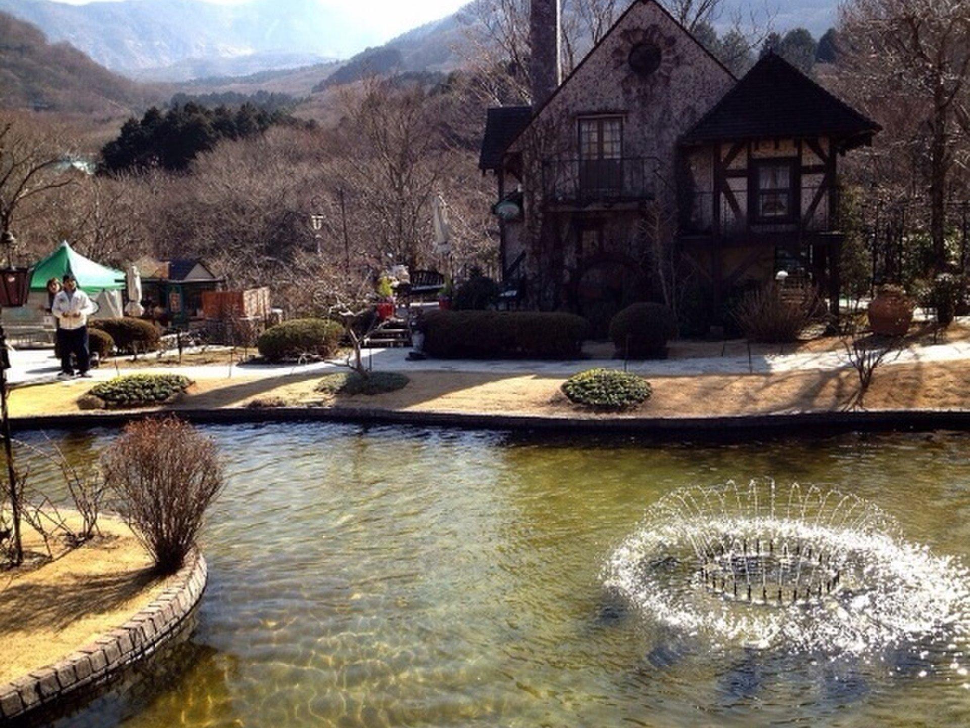 【箱根、強羅から近い観光スポット!】ガラスの森美術館がとても綺麗!!