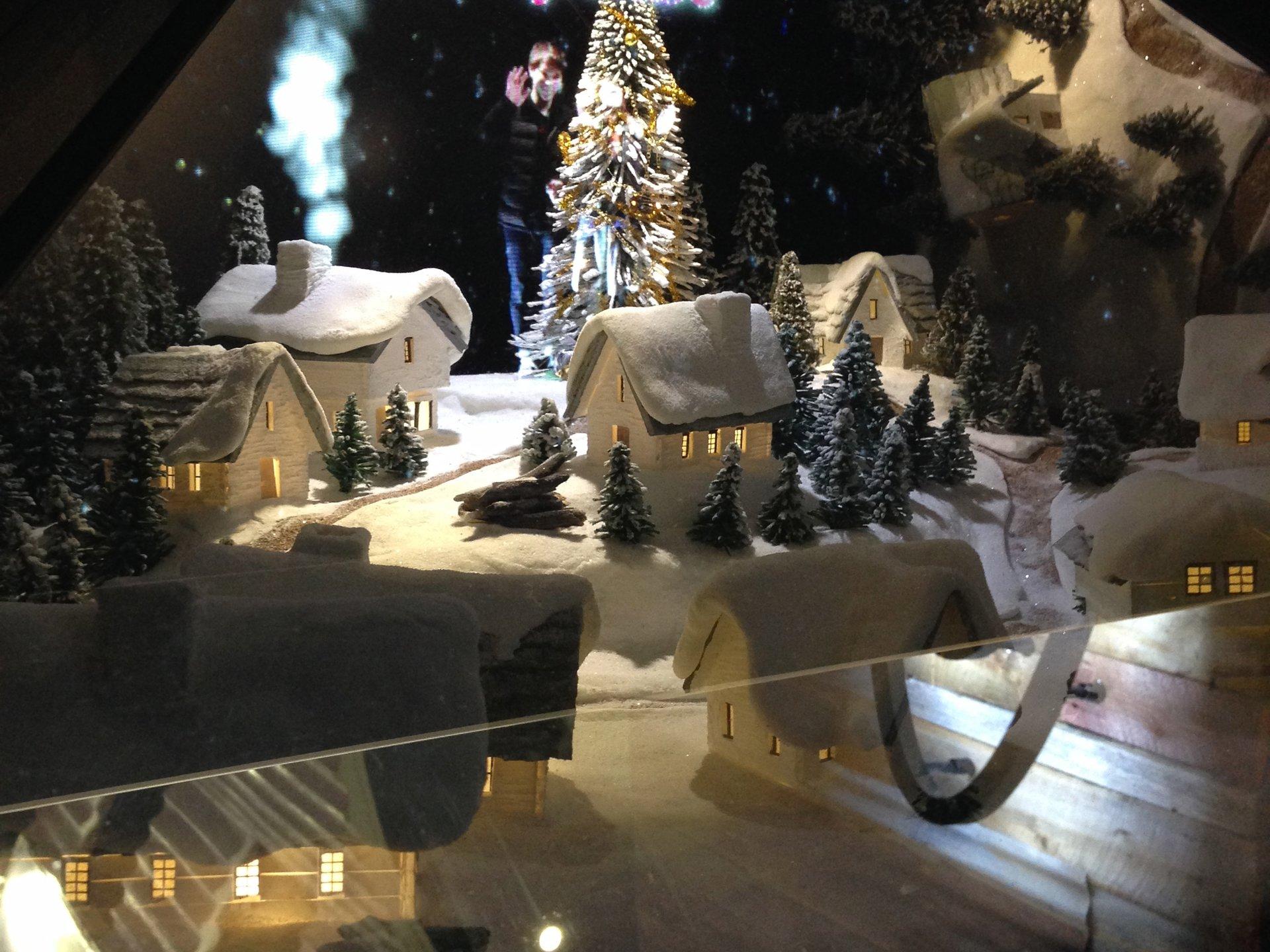 【サンタクロースからの招待状☆】「シーバイクロエ」の3Dホログラフィック体験 ラフォーレ原宿