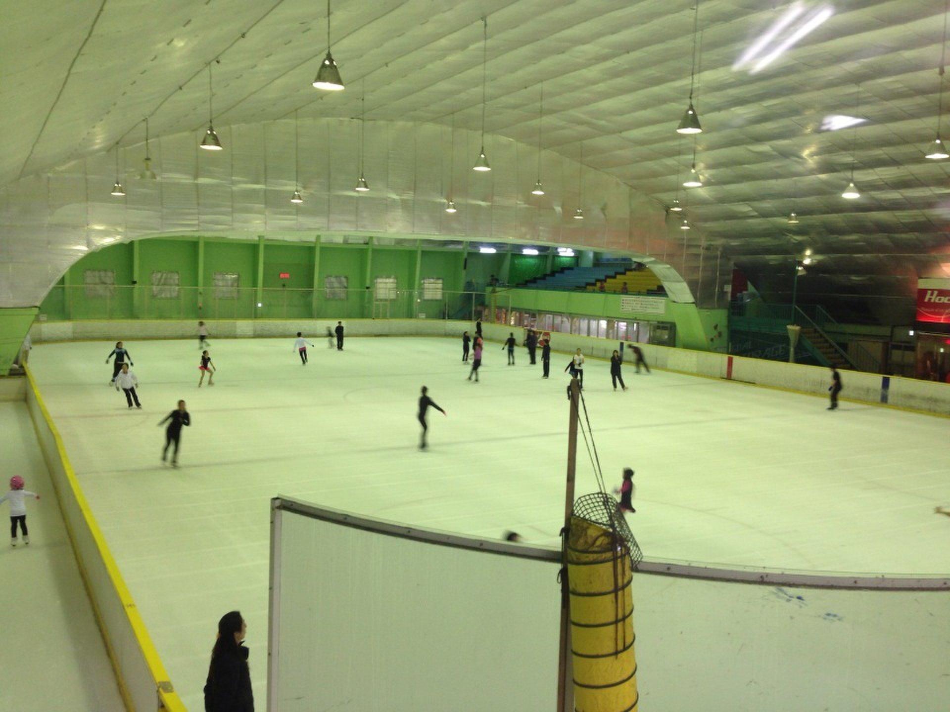 横浜・みなとみらいアイススケート場でデート!手ぶらで行けるおすすめスポット!温泉スパへ!