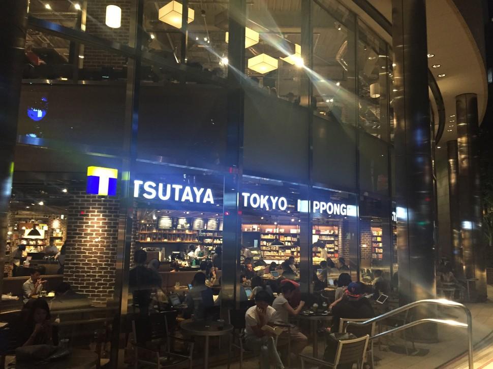 スターバックスコーヒー TSUTAYA TOKYO ROPPONGI店>