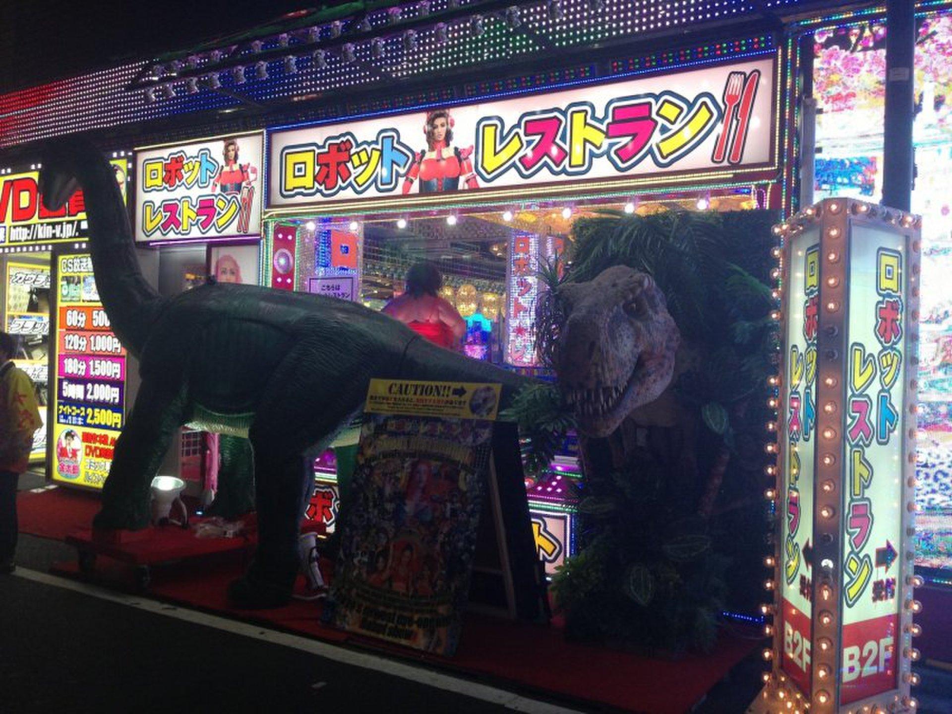 朝も夜も輝き続ける新宿の魅力を最大限楽しめるデート!!ロボットから何でもアリ!