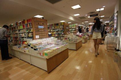 ブックファースト (ルミネ新宿店)