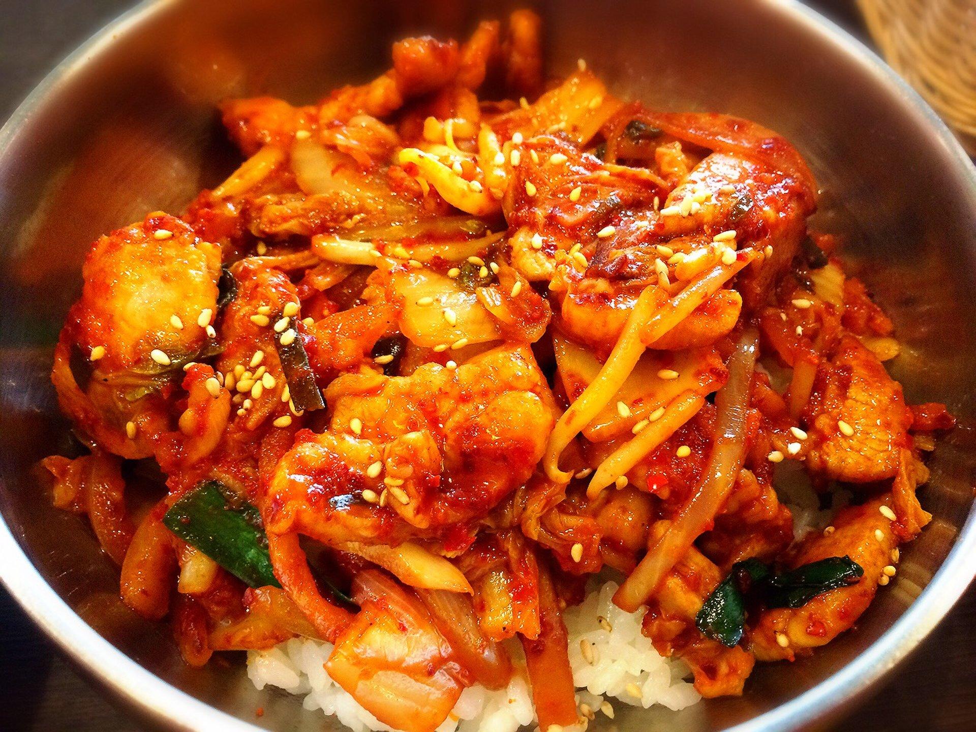 新宿でランチに迷ったときは韓国料理を食べに行こう♪ナムル食べ放題や美味しい500円ランチをご紹介します!