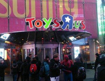 ニューヨークのトイザらスがすごすぎる!観覧車や数々のおもちゃ、恐竜のオブジェにもびっくり!
