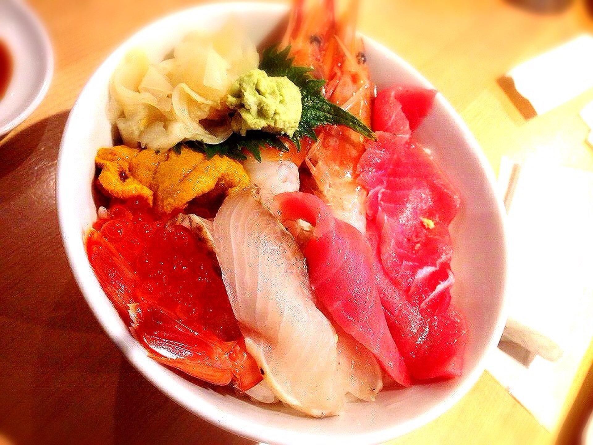 【冬にぴったり筑地を楽しむおすすめコース】朝から美味しい海鮮丼を堪能しよう♪