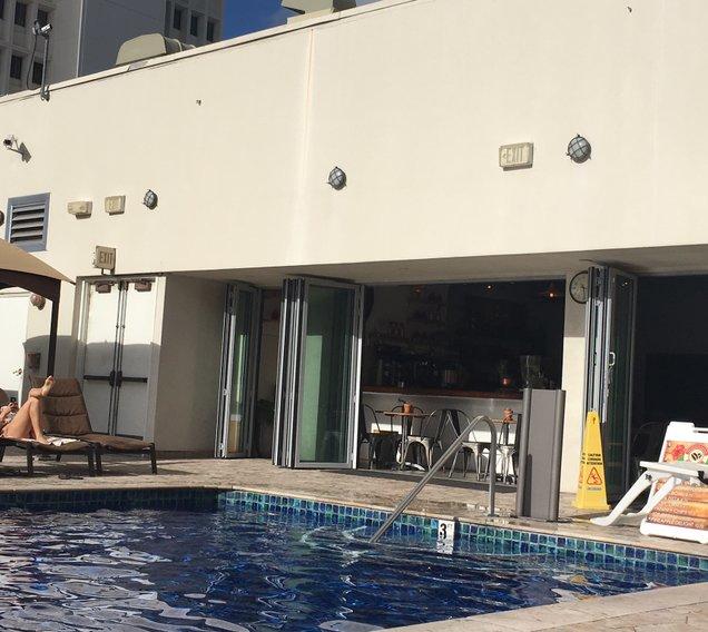 ホリデーインワイキキビーチコマーホテル