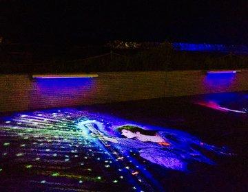 【世界初の路面描写?!】皆生海岸で楽しめる「ブラックライトアート」?!光の神話の世界を堪能しよう!