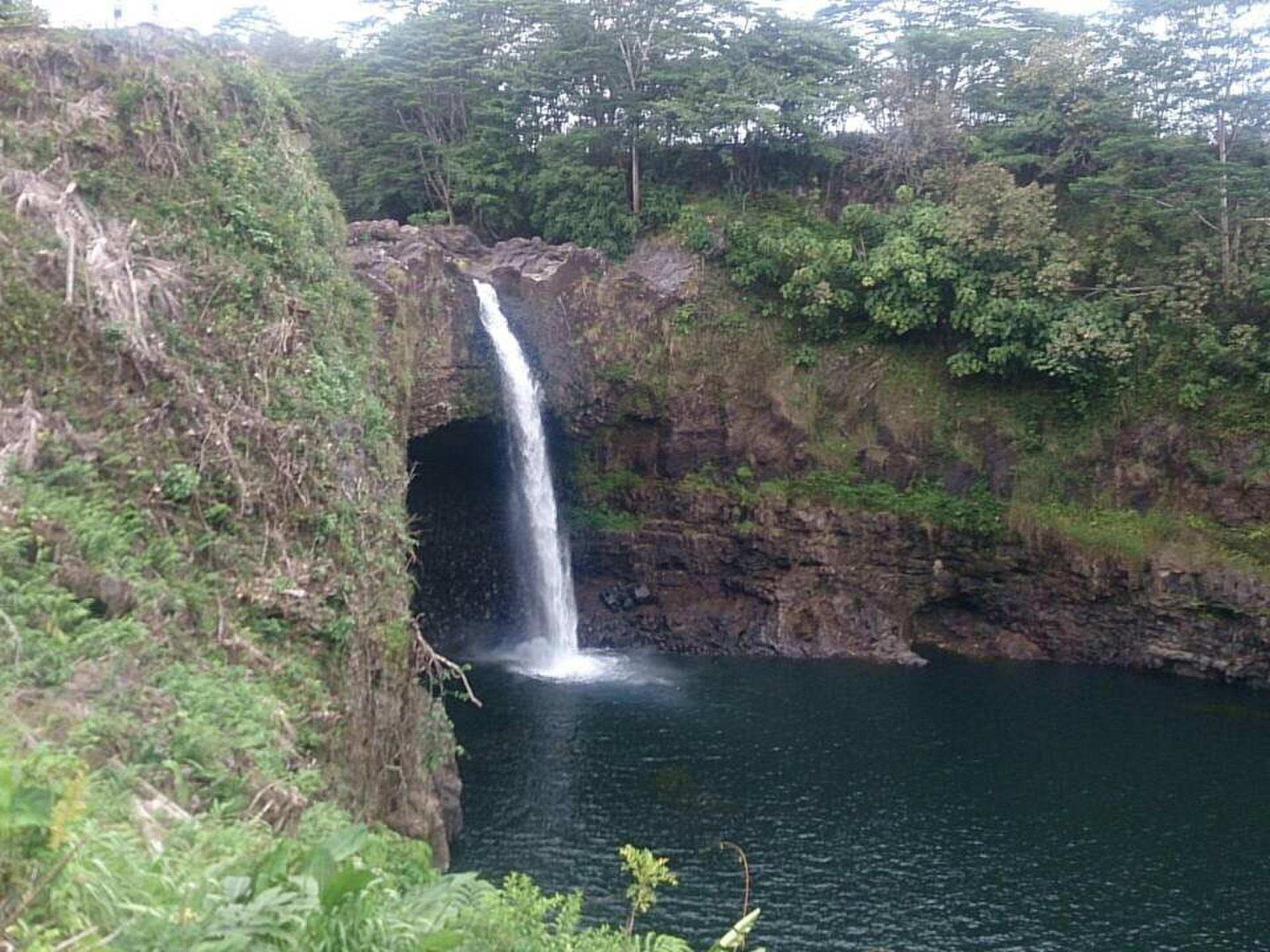 ハワイ島で観光するならここ! オススメの秘境、ヒロ近くのレインボー滝の魅力
