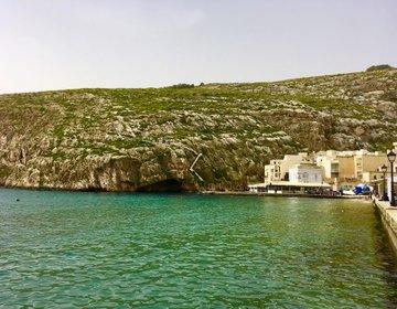 【ゴゾ島のおすすめスポット!】オーシャンブルーと切り立った崖を望むXlendi Bay