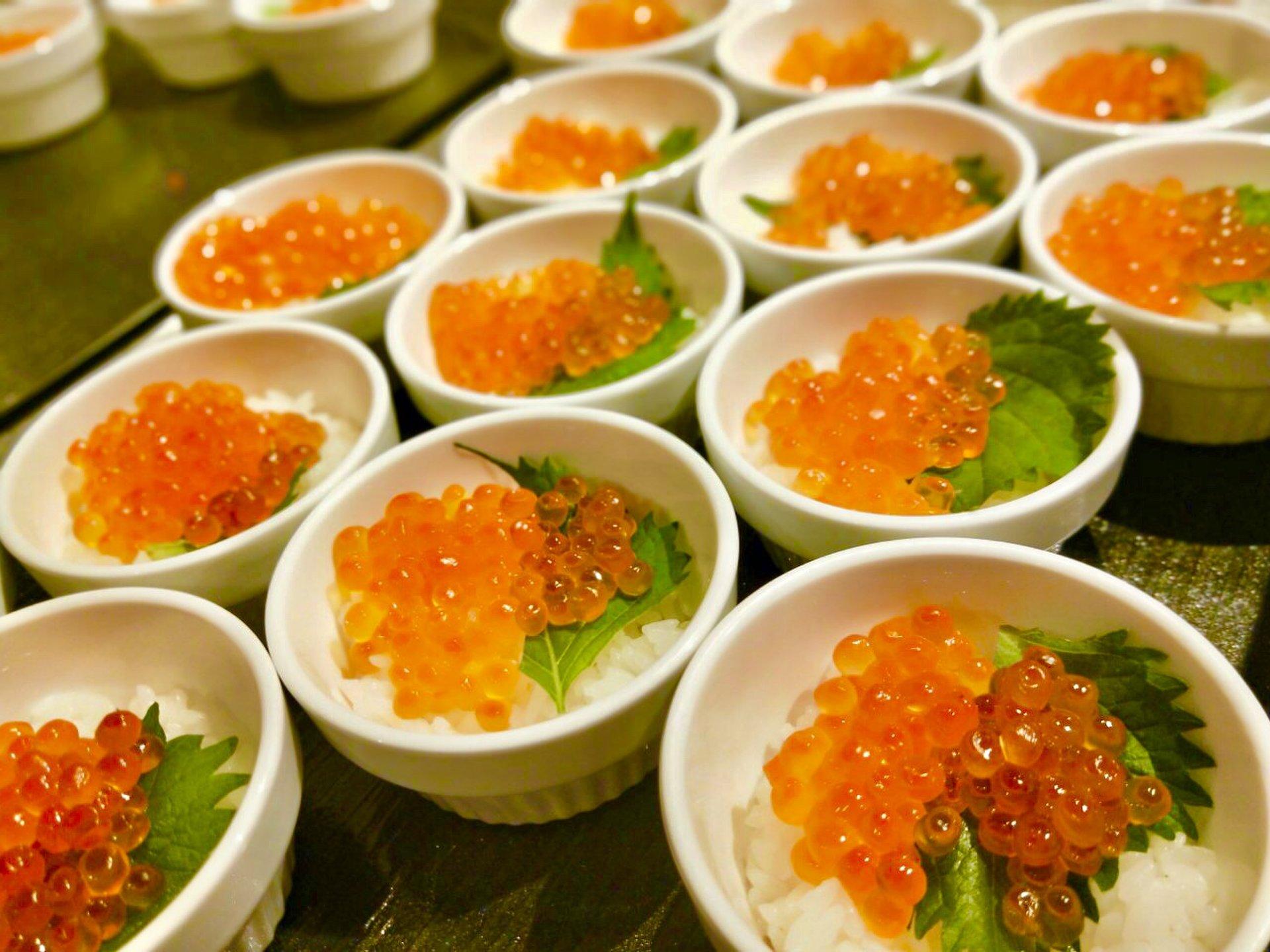 北海道のカニもイクラも食べ放題の最強ブュッフェ!東京のおいしいおすすディナー「リラッサ」