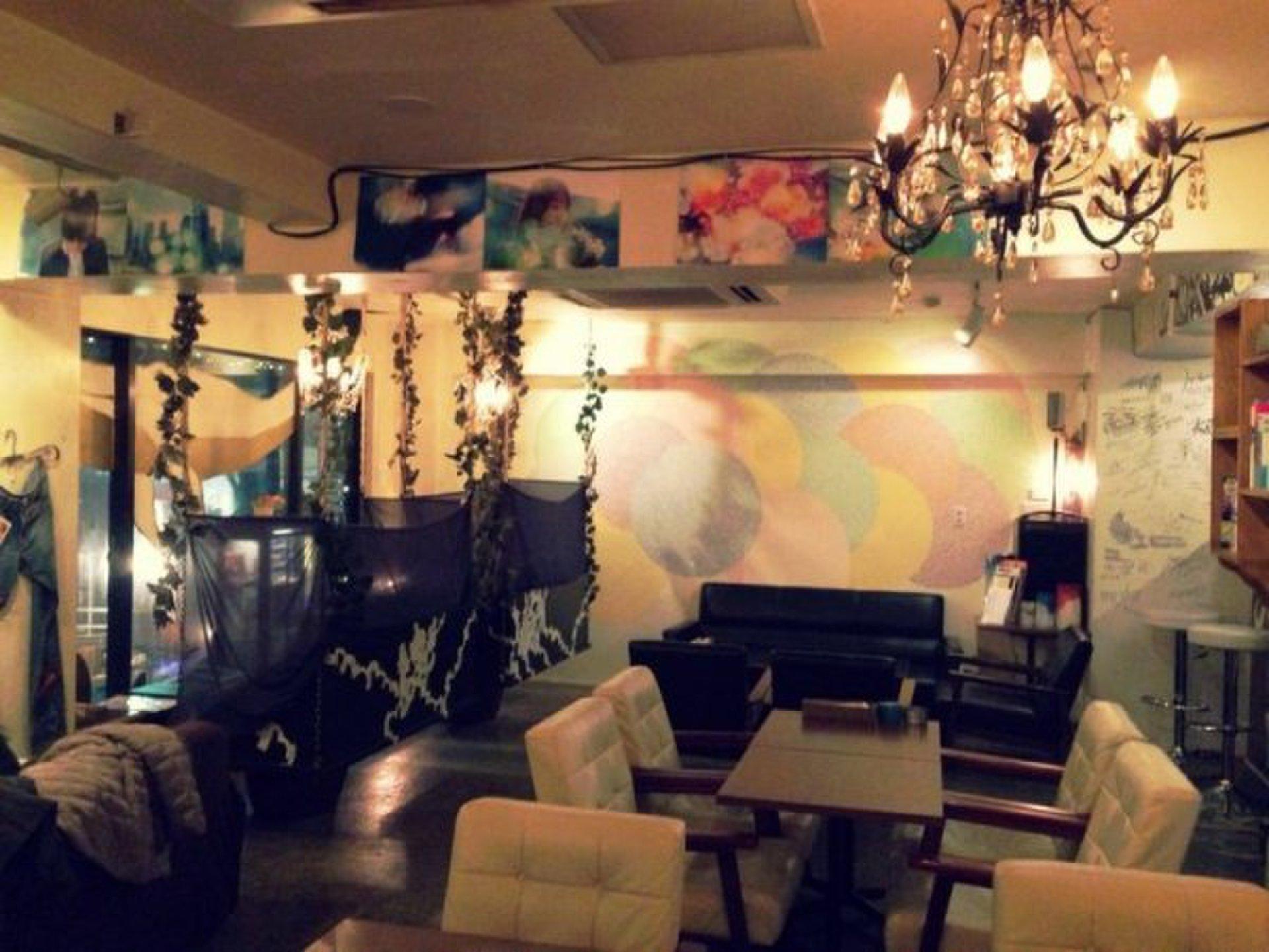 【渋谷でおしゃれカフェデート】穴場のおすすめカフェスポット!ソファー席でゆったり