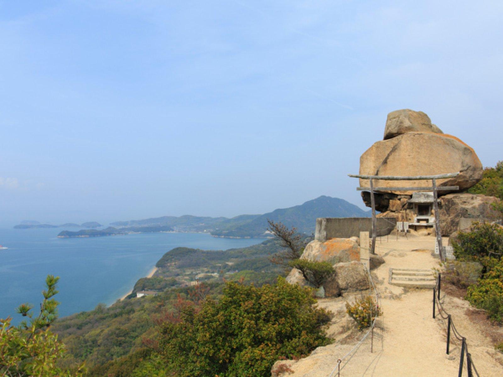 小瀬石鎚神社 重岩(かさねいわ)