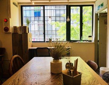 新宿のほんわか隠れ家カフェ発見!アートが彩り、光が優しく差し込むおしゃれなムブカフェにランチ行こう!