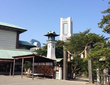 桜木町にひっそりたたずむ癒しの神社。神社とランドマークタワーの共演