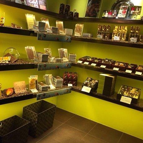 パティスリー アンド カフェ デリーモ 赤坂店 (Pâtisserie & Café DEL'IMMO)