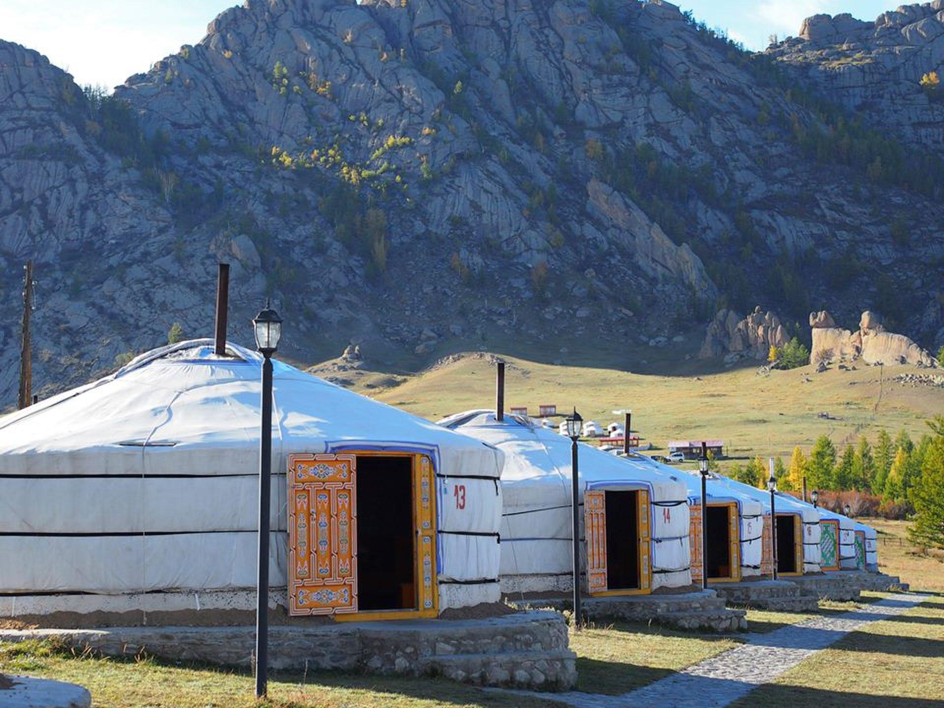 【海外】モンゴルの大草原で乗馬&ゲルキャンプ!夜はモンゴルの満天の星空を!