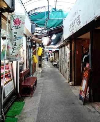 栄町市場商店街