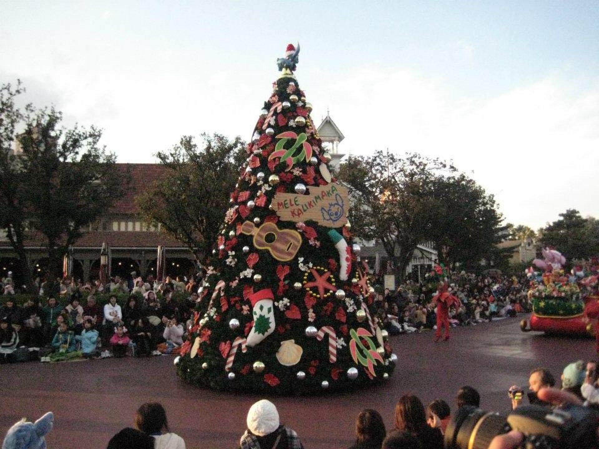 はじめてのクリスマスデート in ディズニーランド!迷ったらそぼろ丼とパレードとツリーでOK◎