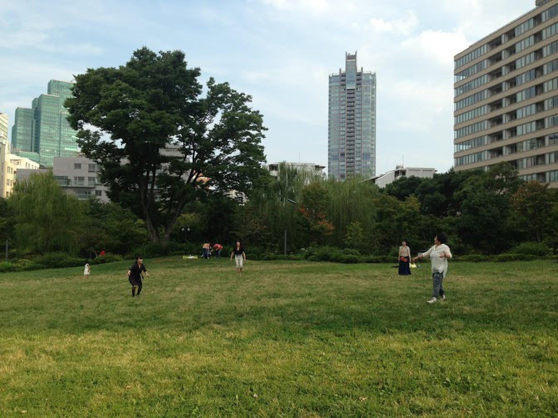 東京六本木でお散歩しよう!都会のど真ん中のデートでおすすめ自然癒しスポット!