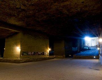 【栃木・宇都宮】まるでインディージョーンズ!地下30mに眠る、規格外の地下世界【大谷資料館】