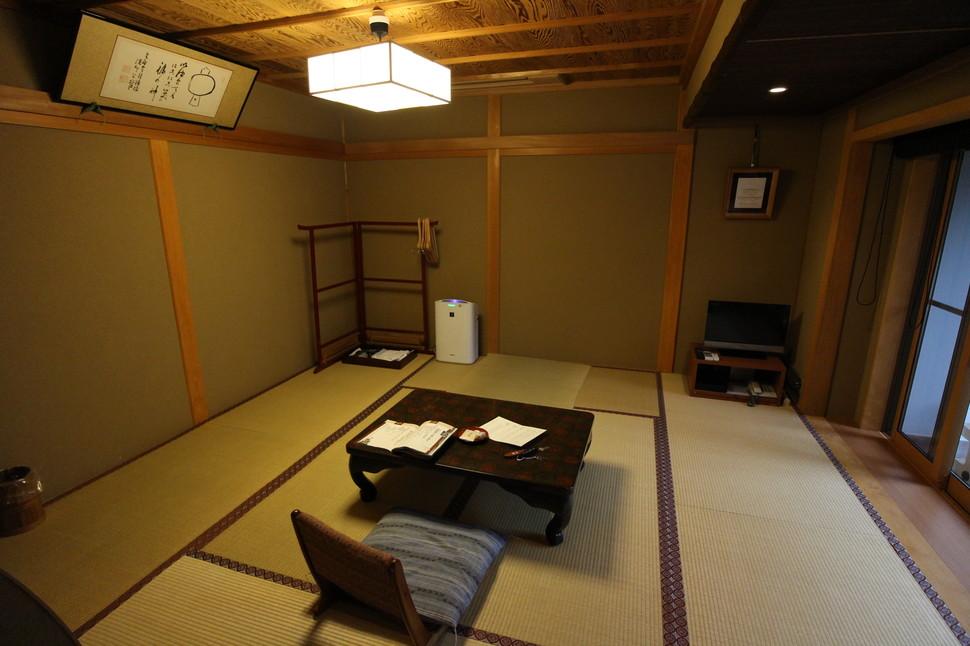 高野山 宿坊に泊まって仏教体験。仏像を見て、精進料理に大満足!【奥の院、一乗院、金剛峯寺、根本大塔】