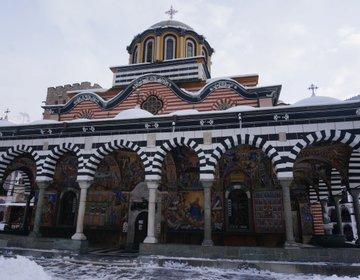 美しい世界遺産★【ブルガリア・リラの僧院】山を登っていく車窓も幻想的