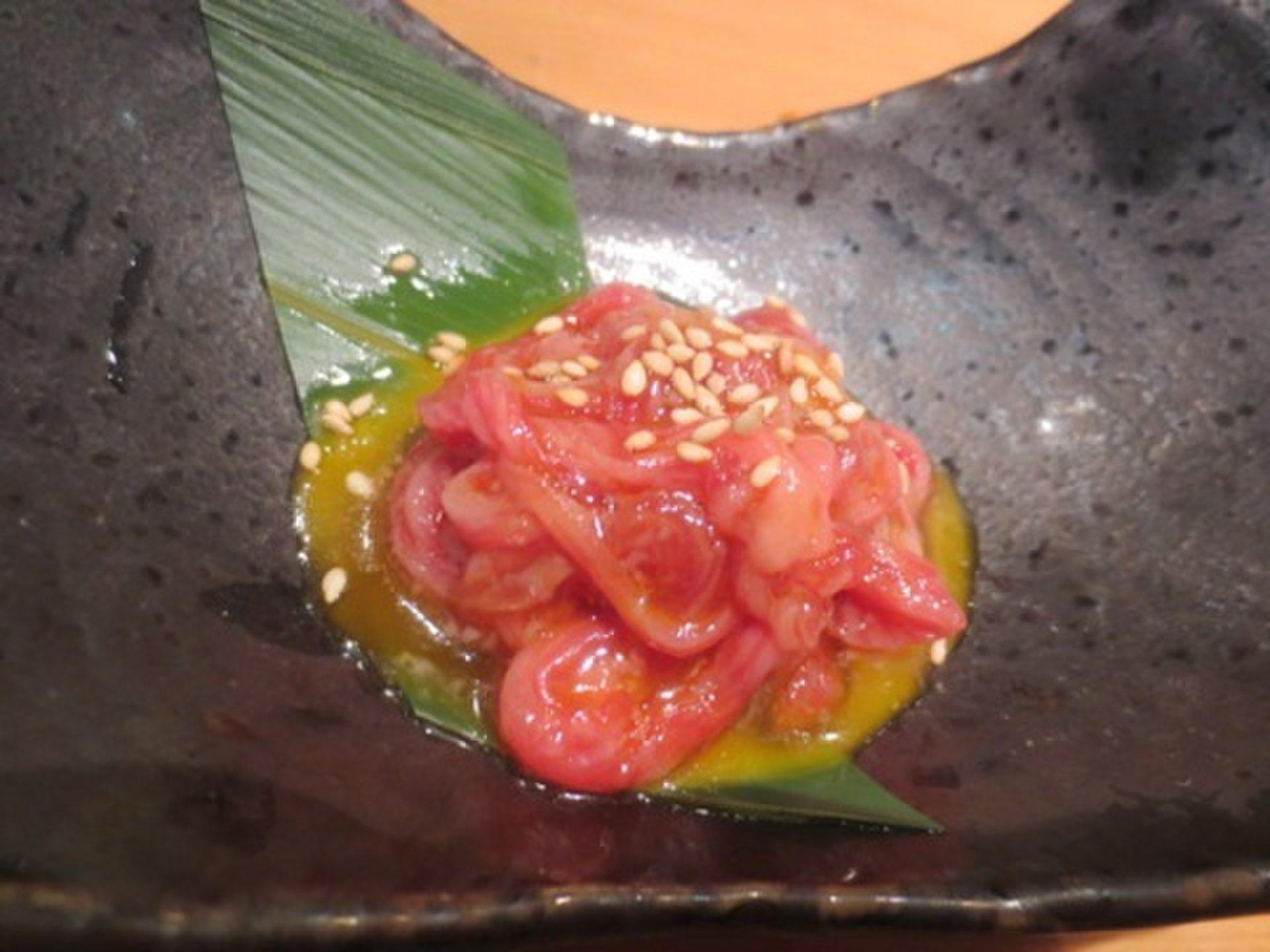 【東京・赤坂】日本一の溶岩焼きレバーに感動。デートにおすすめのおしゃれ焼き肉店。