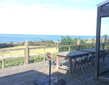 鳥取県の湘南江の島!?デートにぴったりな海辺のカフェバーでサーファーを眺めながらゆったりランチ