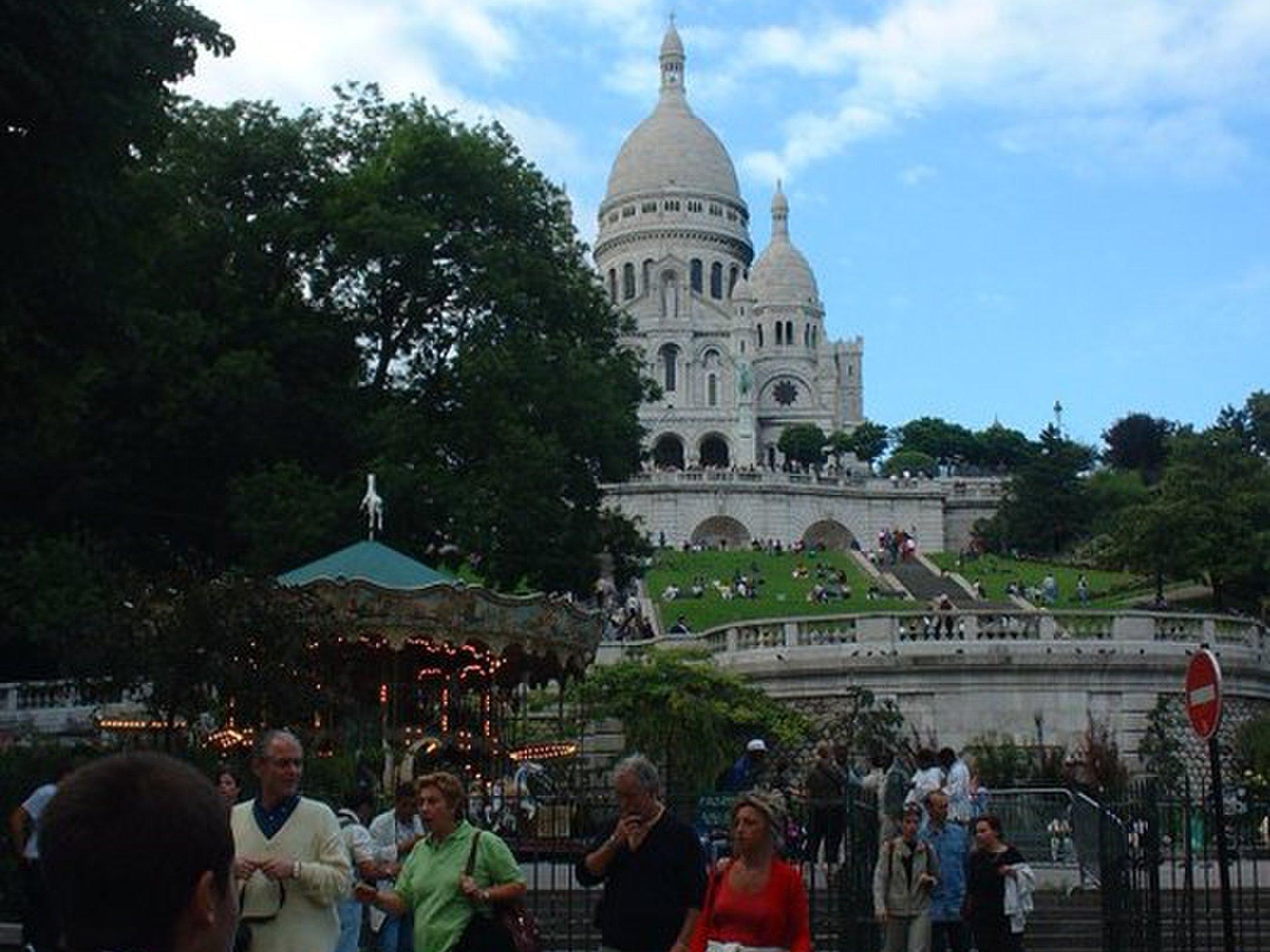 【フランス・パリ旅行】モンマルトルの丘からみる絶景パリ!サクレクール寺院とメリーゴーランド