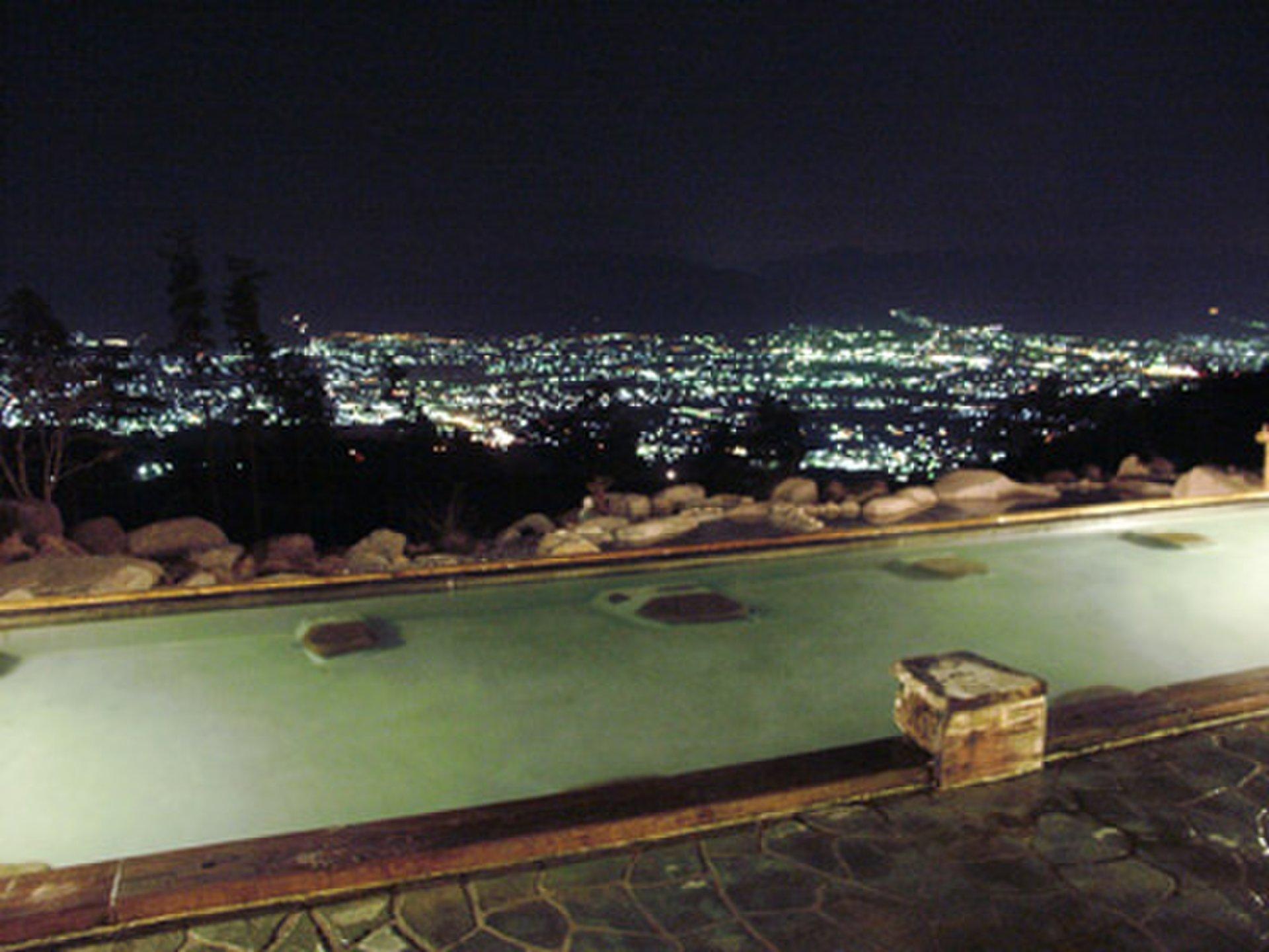 星空が天井の温泉!富士山を眺めながら温泉に入れる最高の癒しスポット「ほったらかし温泉」