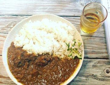 〔神戸・元町〕ちょっと変わったカレーを味わうならここ!1人でも入りやすい 民族感満載「のらまる食堂」