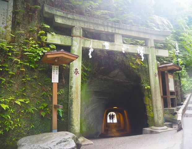 宇賀福神社(銭洗弁財天)