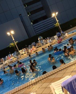 京王プラザホテル(スカイプール)