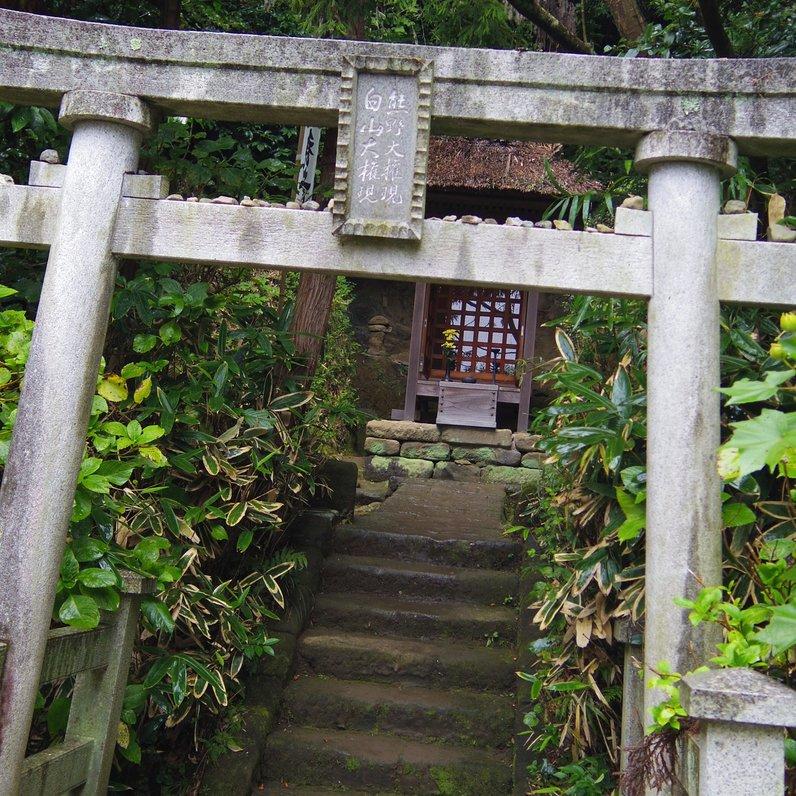 杉本寺 供養塔と六地蔵
