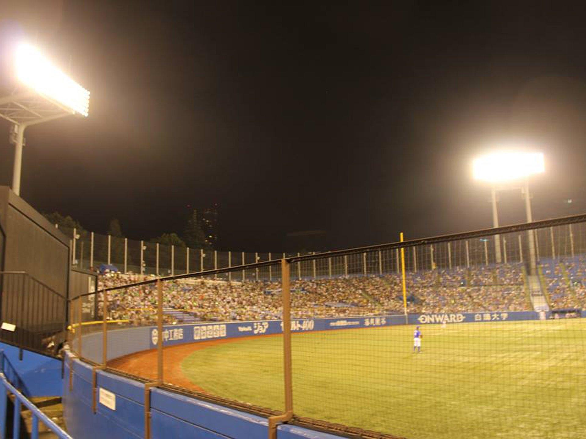 野球好きカップルにおすすめ!神宮球場で楽しむ野球観戦デートプラン♪試合前はバッティングセンターで!