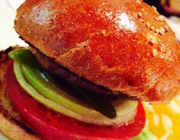 【意外なパンのまち】幡ヶ谷でたべるチェスガーデンのハンバーガーと激安パン屋の幡ヶ谷パンへ