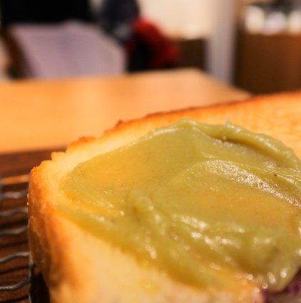 ベーカリーカフェ 高級食パン 嵜本