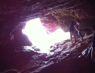 【話題のハート型の鍾乳洞】沖縄『伊江島』で神聖な鍾乳洞「ニャティヤガマ」など大自然を巡る!