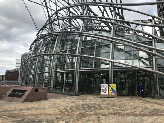 国立国際美術館
